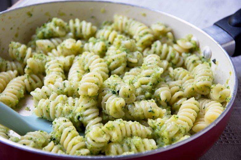 Nudeln mit Zucchinipesto
