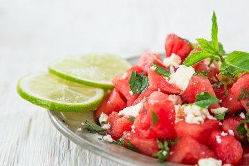 Sommersalat mit Melone und Feta
