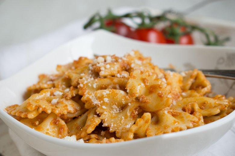 Pasta in Tomaten-Nuss-Sauce