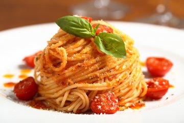 Spaghetti mit veganer Tomaten-Sahne-Sauce