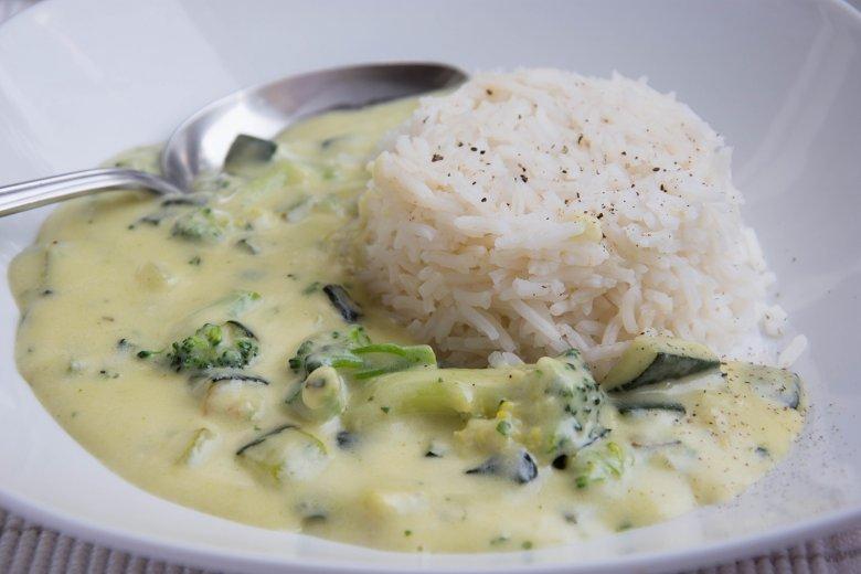 Schnelles Reisgericht mit Brokkoli-Zucchini-Sauce-Rezept | GuteKueche.de