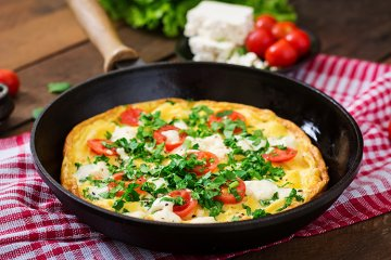 Omelette mit Tomaten und Feta