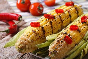 Gegrillte Maiskolben mit Chili