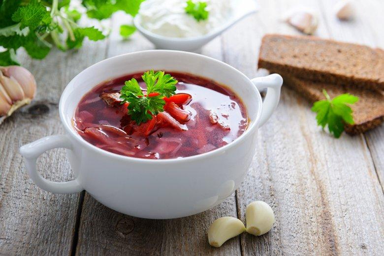 Kohlsuppe mit Rindfleisch und Roter Bete