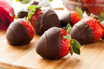 Schokolierte Kardamom Erdbeeren
