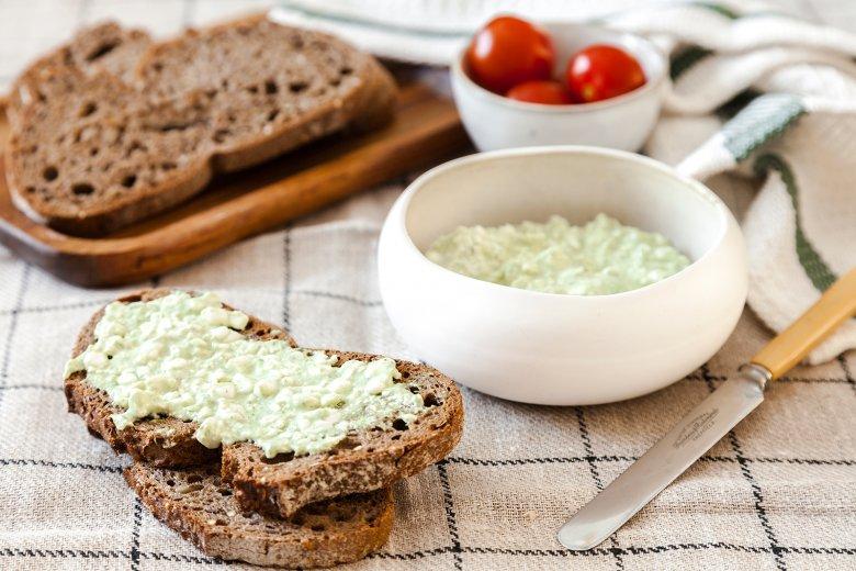 Brot mit Bärlauch-Hüttenkäse