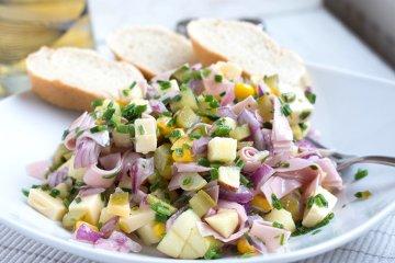 Wurstsalat mit Käse