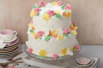 Hochzeitstorte Blütentraum