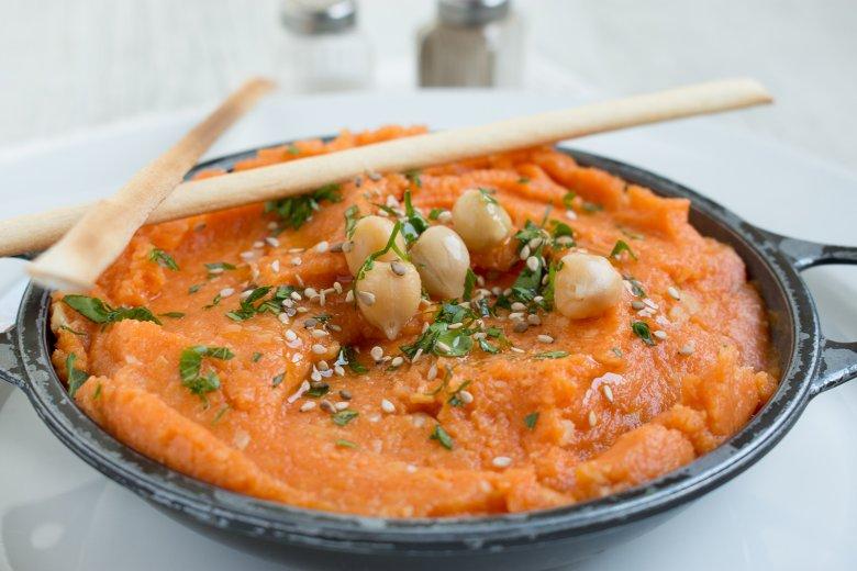 Hummus mit Kürbis und Sesam