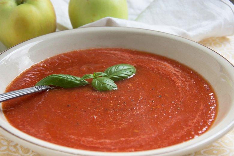 Tomatensuppe mit Äpfeln