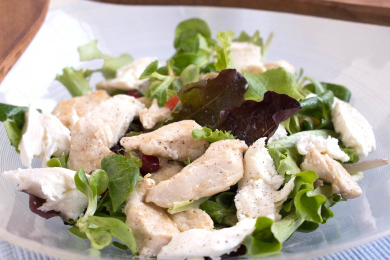 Hühnchensalat mit Mozzarella