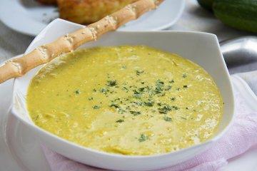 Zucchinisuppe mit Curry