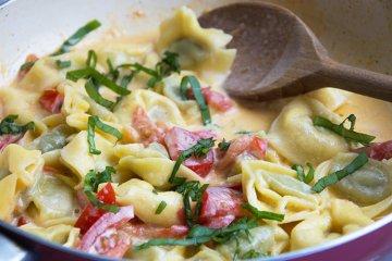 Tortellini mit Joghurtsauce