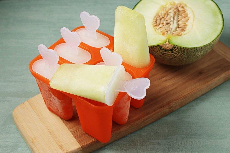 Zuckermeloneneis am Stiel