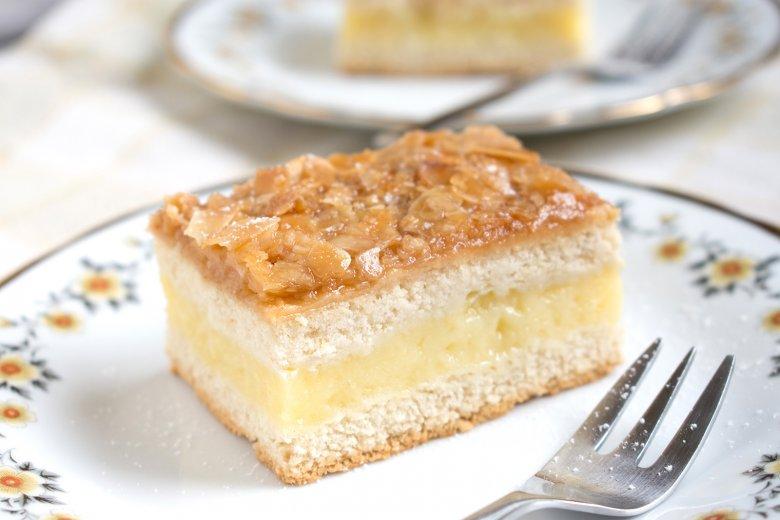 Bienenstich mit Puddingfüllung