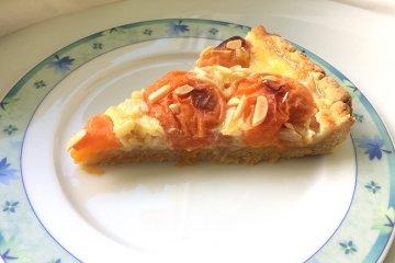 Aprikosenkuchen mit Mandeln