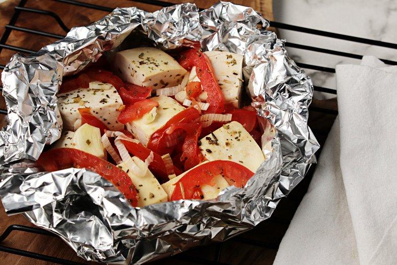 Gegrillte Kräuter-Tofu-Päckchen