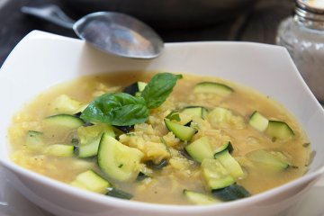 Pikante Zucchini-Reis-Suppe