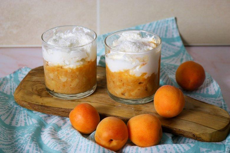 Aprikosen-Tiramisu mit Kokosflocken