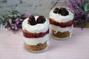 Fruchtiges Brombeer-Dessert