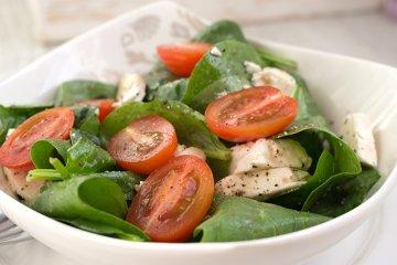 Mediterraner Spinat-Salat