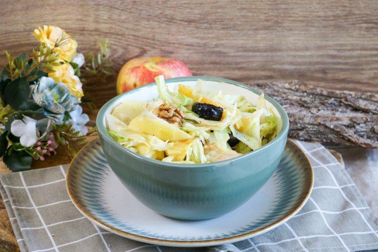 Herbstlicher Salat mit Frucht-Nuss-Mix