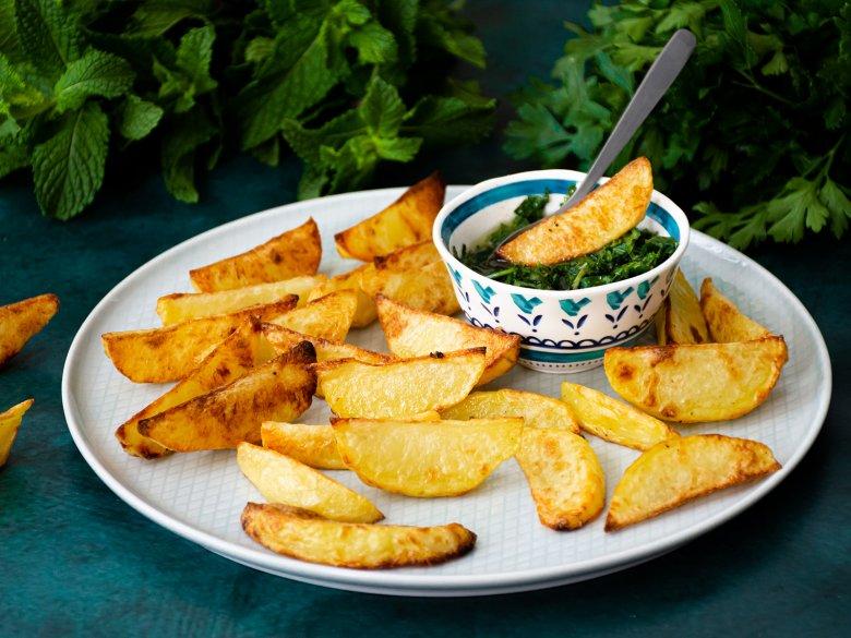 Kartoffelecken mit grüner Salsa