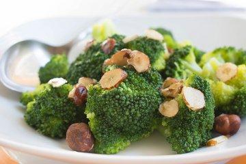 Broccoli mit Nussbutter