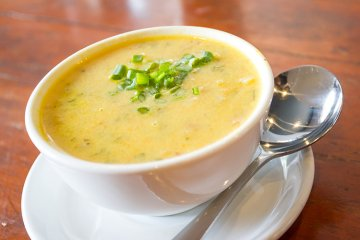 Mais-Kokos-Suppe mit Limette