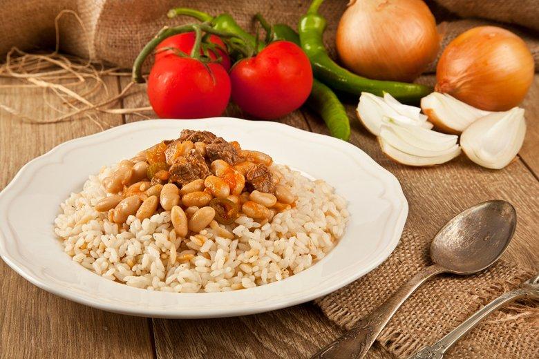 Türkischer Bohneneintopf mit Reis