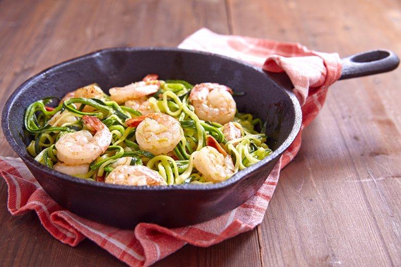 Zucchini-Spaghetti mit Garnelen