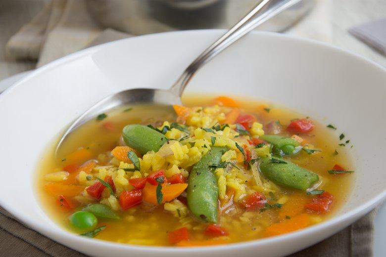 Asiatische Suppe mit Zuckerschoten