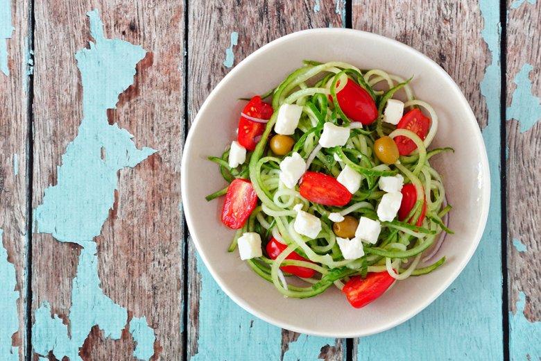 Griechischer Salat mit Gurken-Nudeln