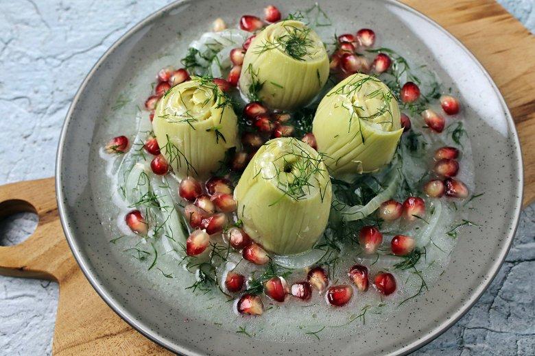 Artischocken mit Granatapfel in Olivenöl