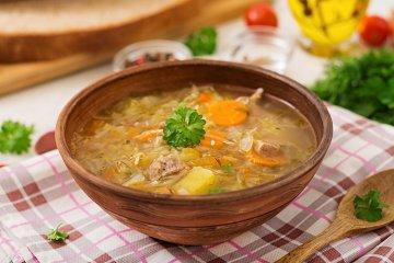 Russische Kohl-Gemüse-Suppe