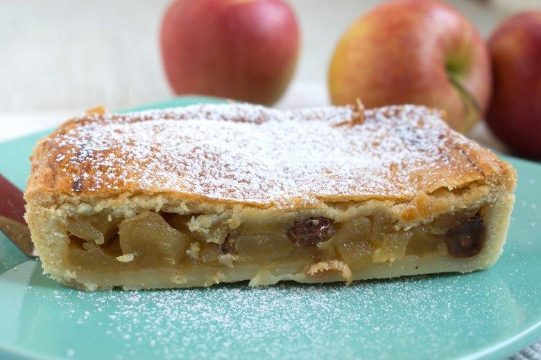 Gedeckter Apfel-Zimt-Kuchen