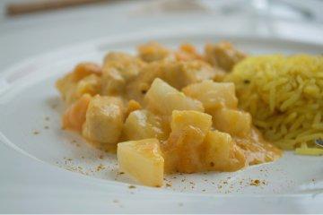 Curryreis mit Pute und Ananas