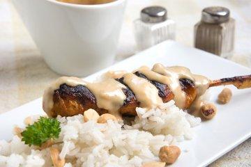 Hähnchen-Saté mit würziger Erdnuss-Soße
