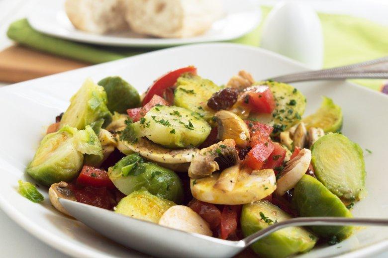 Rosenkohl Champignon Salat mit Curry
