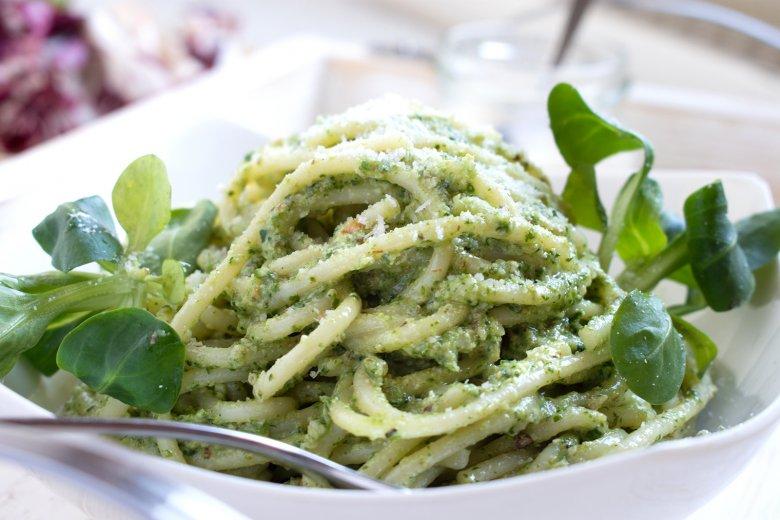 Spaghetti mit Feldsalat-Pesto