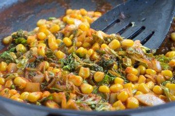 Geschmorter Wirsing mit Mais