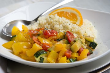 Pfannengemüse mit Orangen-Couscous