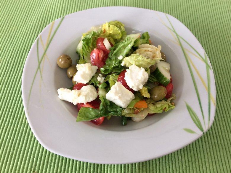Gebratener Schafskäse mit Salat