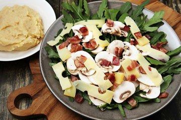 Rucolasalat mit Champignons und Kartoffelstampf