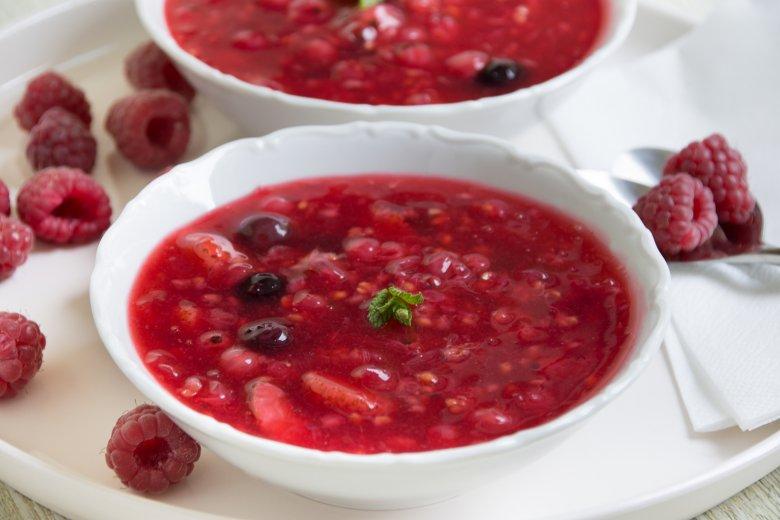 Rote Grütze aus frischen Früchten