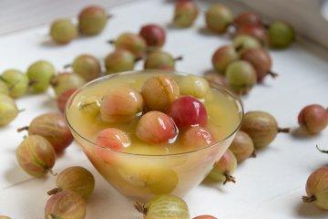 Stachelbeerkompott aus frischen Früchten