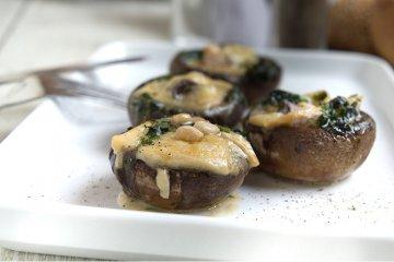 Gefüllte Champignons mit Pesto und Mozzarella