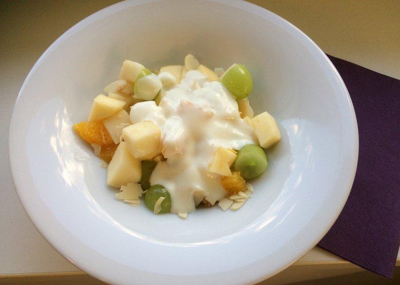 Fruchtsalat mit Mandeln