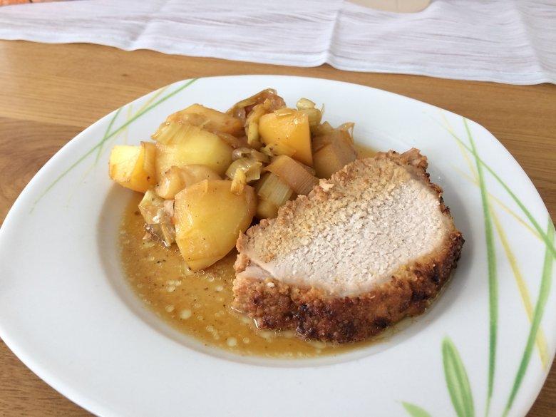 Schweinebraten mit Senfkruste und Porree-Apfel-Gemüse