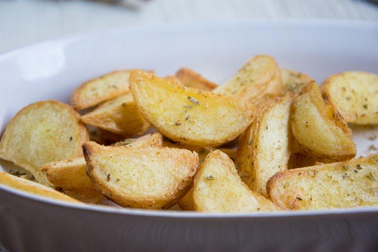 Gegrillte Kartoffelspalten
